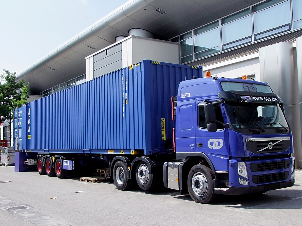volvo tankcontainer und containerauflieger fotos. Black Bedroom Furniture Sets. Home Design Ideas