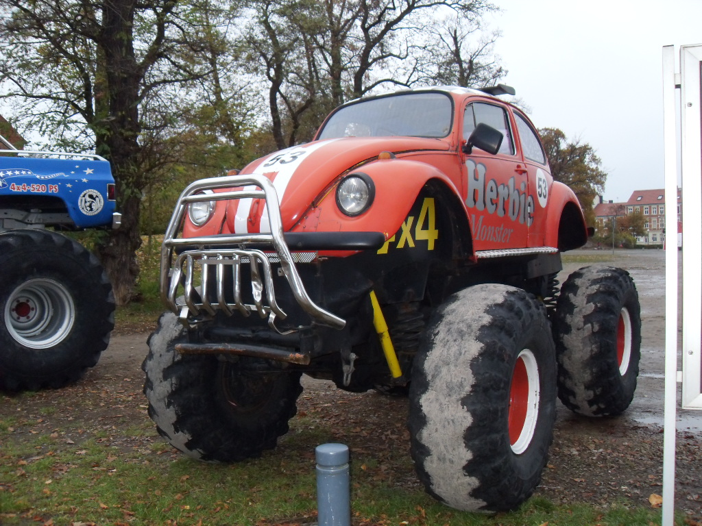 VW Käfer als Monstertruck am 14.11.2009 in Stendal.