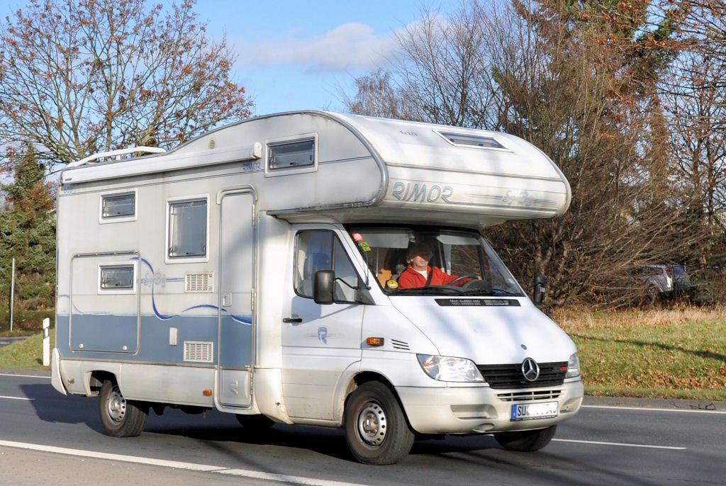 campingfahrzeuge wohnmobile 9. Black Bedroom Furniture Sets. Home Design Ideas