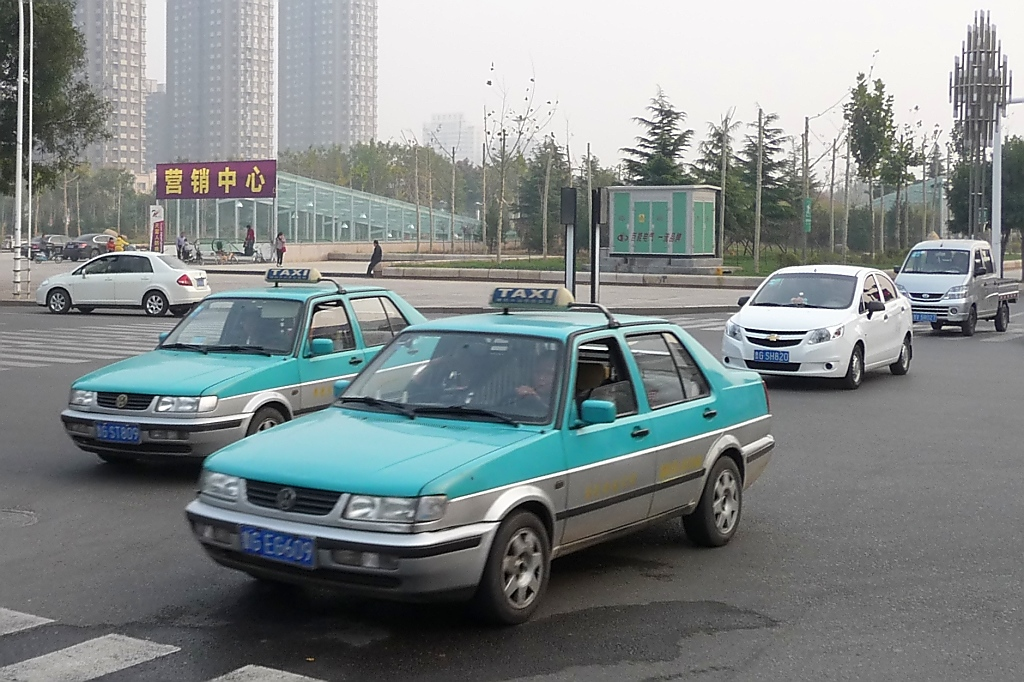 Zwei VW Jetta Taxis in Shouguang, 30.10.11