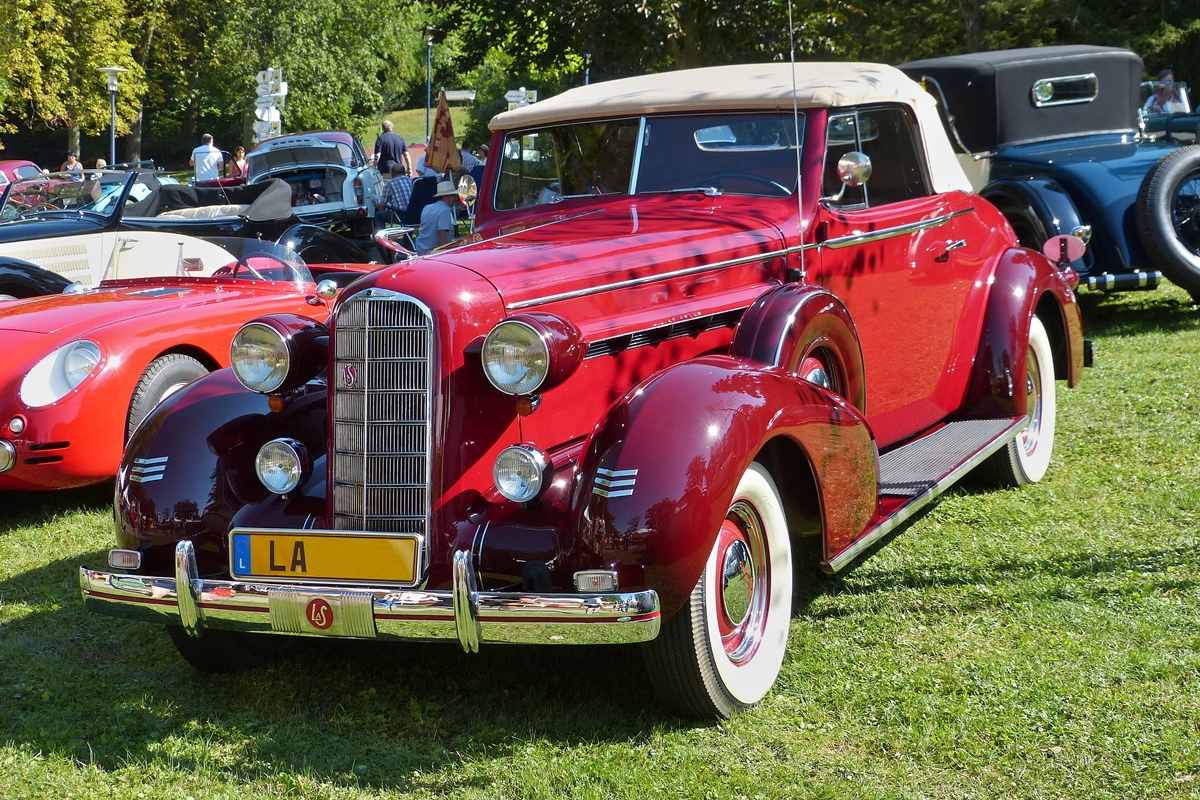 . Lasalle Cabriolet Bj 1936, 8 Zyl. Motor 4100 ccm, 140 Ps, war am 30.08.2015 in Mondorf zu bestaunen.