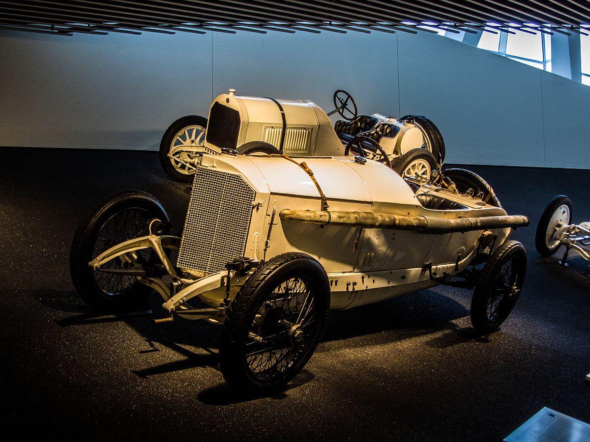 1914 er mercedes benz grand prix rennwagen 4500ccm 105 ps 180km h im mercedes benz museum. Black Bedroom Furniture Sets. Home Design Ideas