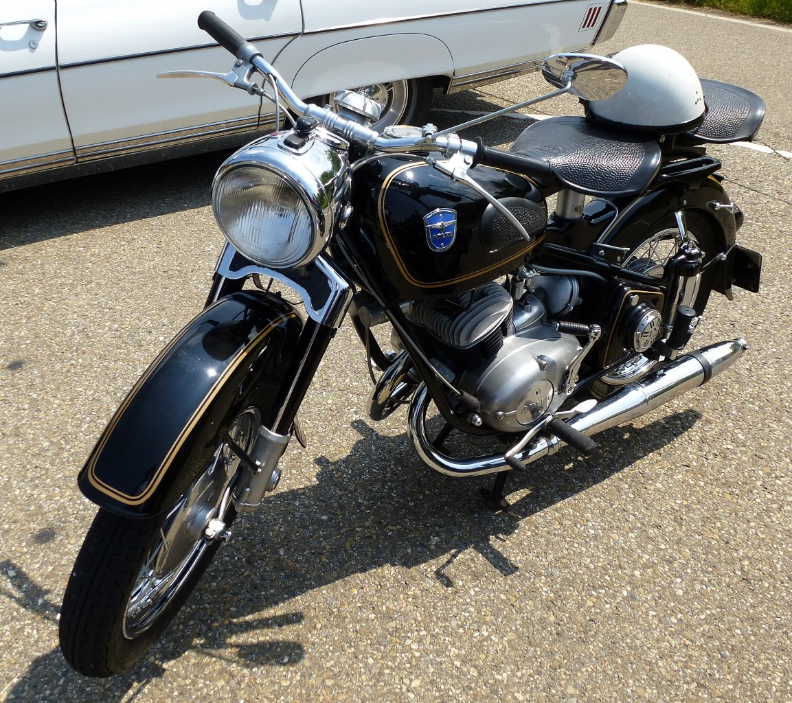 adler oldtimer motorrad aus den 1950er jahren mit 2 zyl 2 takt motor oldtimertreff oberwinden. Black Bedroom Furniture Sets. Home Design Ideas