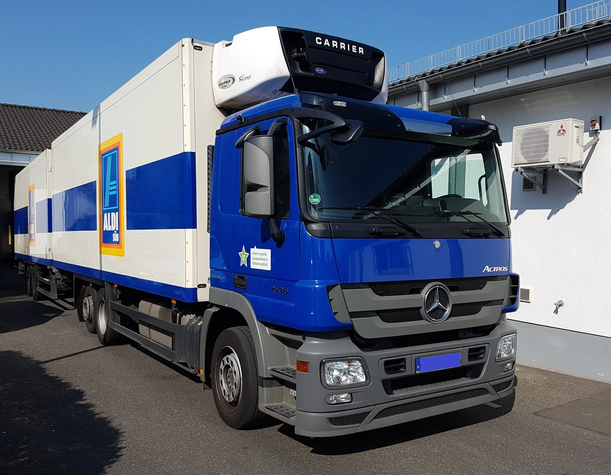 aldi s d mercedes benz actros am in maintal. Black Bedroom Furniture Sets. Home Design Ideas