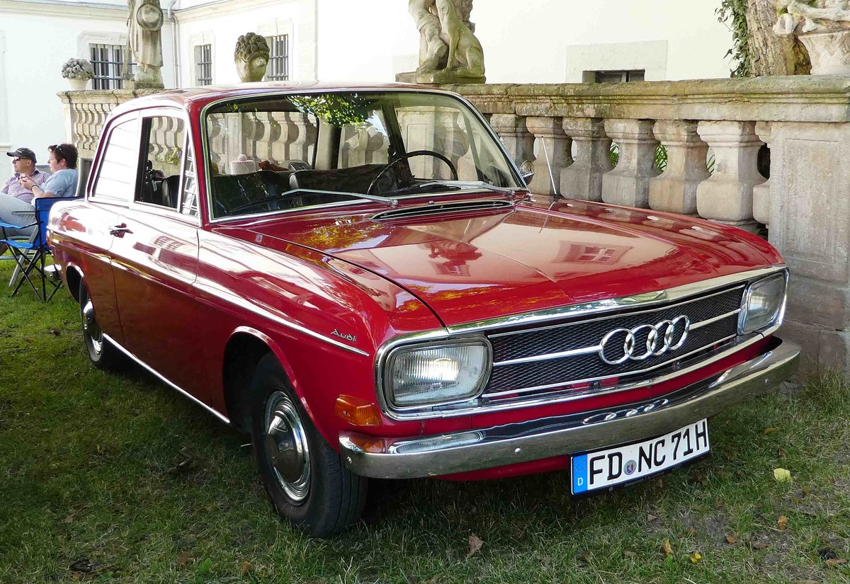 Audi 60 L, 1500 ccm, 55 PS, BJ 1970 war beim Oldtimertreffen in Prüm zu sehen am 01.08.2010 ...