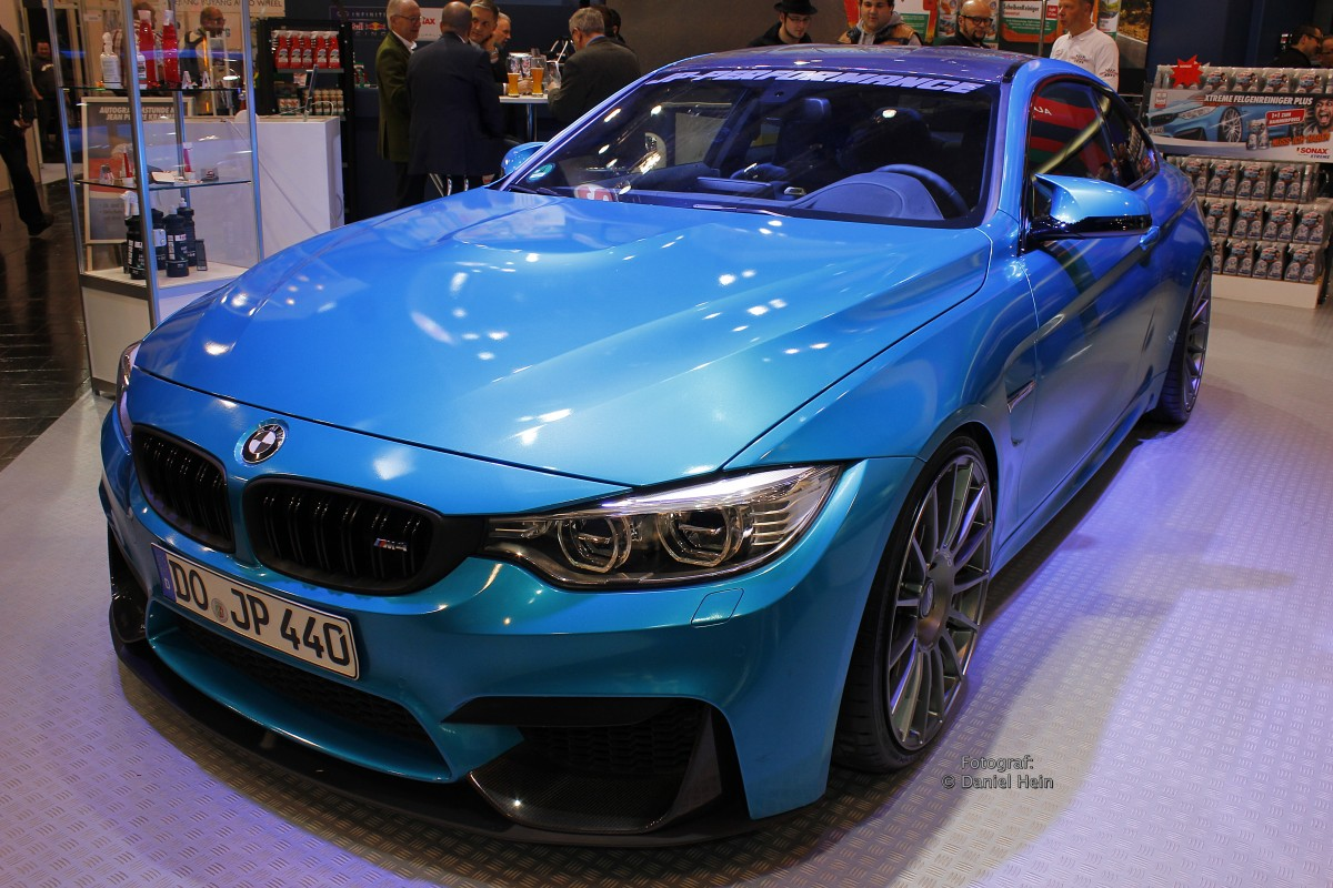 bmw 4er coupe in blau auf der essen motor show 2015. Black Bedroom Furniture Sets. Home Design Ideas