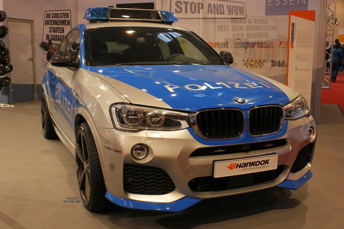 bmw x5 polizei auf der essen motor show 2015. Black Bedroom Furniture Sets. Home Design Ideas
