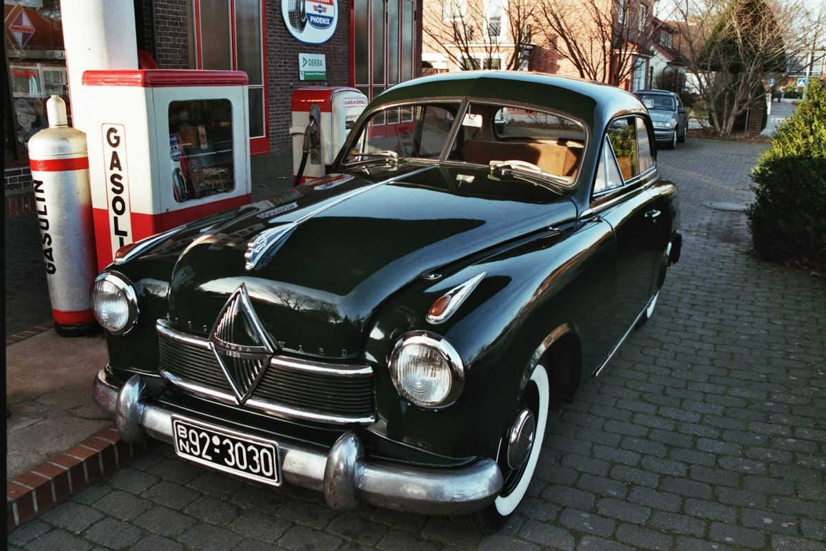 Borgward Hansa fotografiert in Bruchhausen-Vilsen im April 2014.