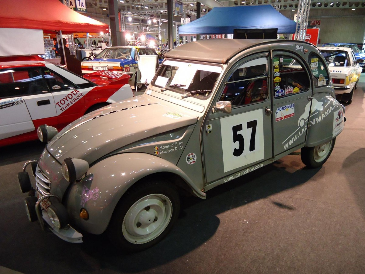 Citroen 2 CV auf der International Motor Show in Luxembourg, 20.11.2015