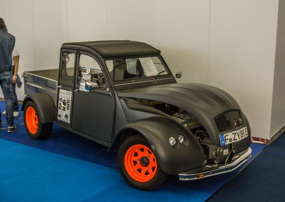 citroen 2cv von 1959 enten classic days an der essener dampfbierbrauerei. Black Bedroom Furniture Sets. Home Design Ideas