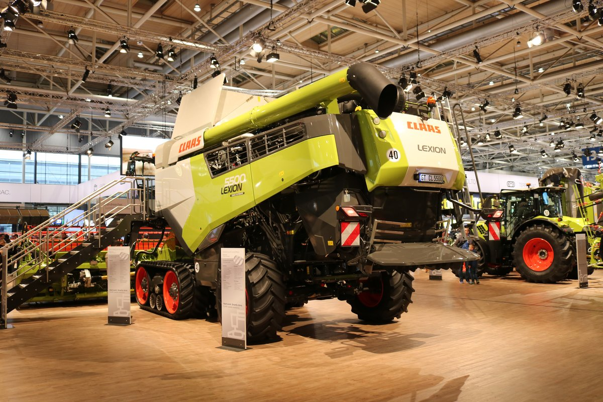 Claas Lexion 5500 am 16.11.19 auf der Agritechnica in Hannover