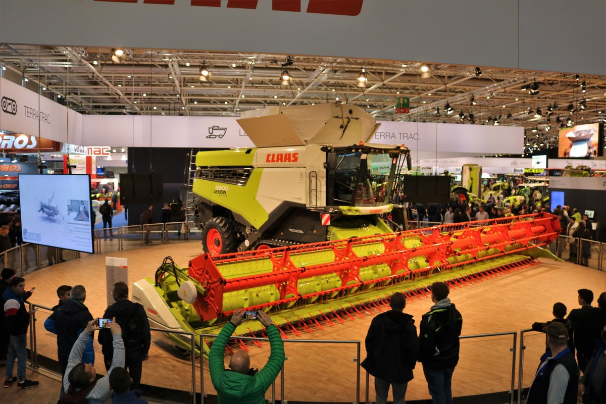 Claas Lexion 8900 am 16.11.19 auf der Agritechnica in Hannover