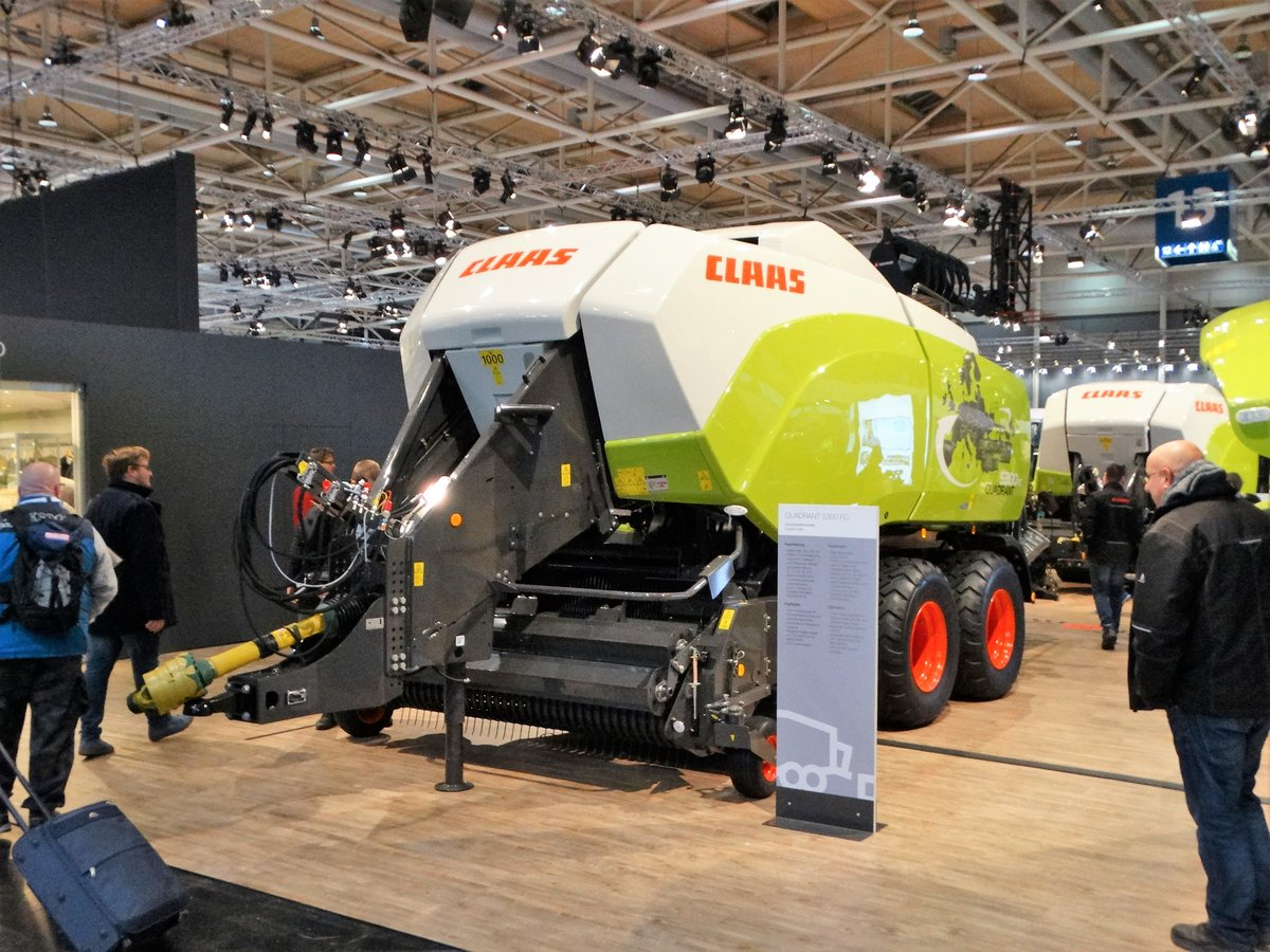 Claas Quadrant 5300 RC am 18.11.17 auf der Agritechnica in Hannover