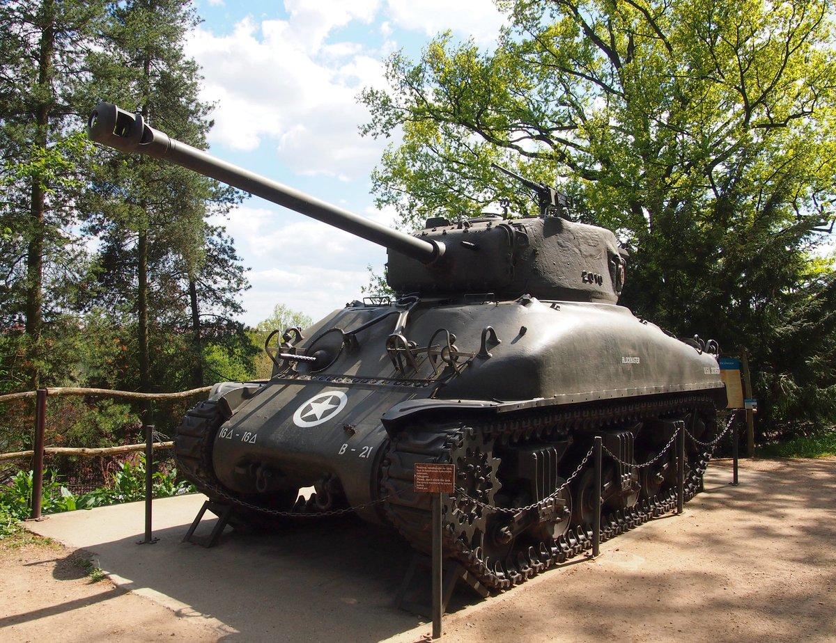 der m4 sherman war ein mittlerer us amerikanischer panzer aus dem ii weltkrieg in zoo pilsen am. Black Bedroom Furniture Sets. Home Design Ideas