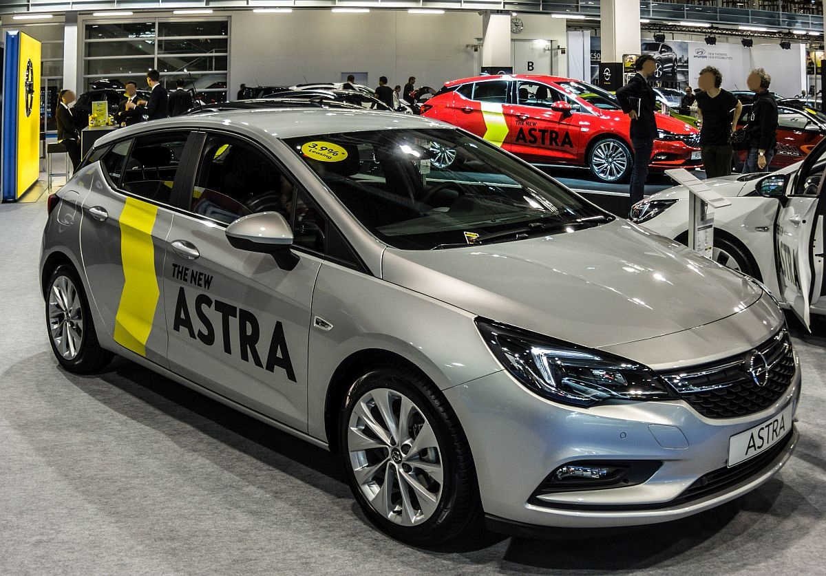 der neue opel astra k fotografiert auf dem auto z rich 2015. Black Bedroom Furniture Sets. Home Design Ideas