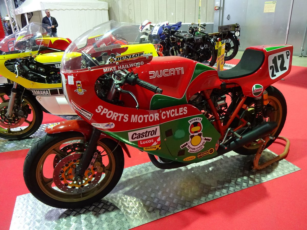 Ducati 900 auf der International Motor Show in Luxembourg, 18.11.2016
