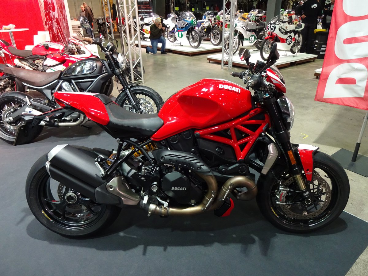 Ducati Monster auf der International Motor Show in Luxembourg, 18.11.2016