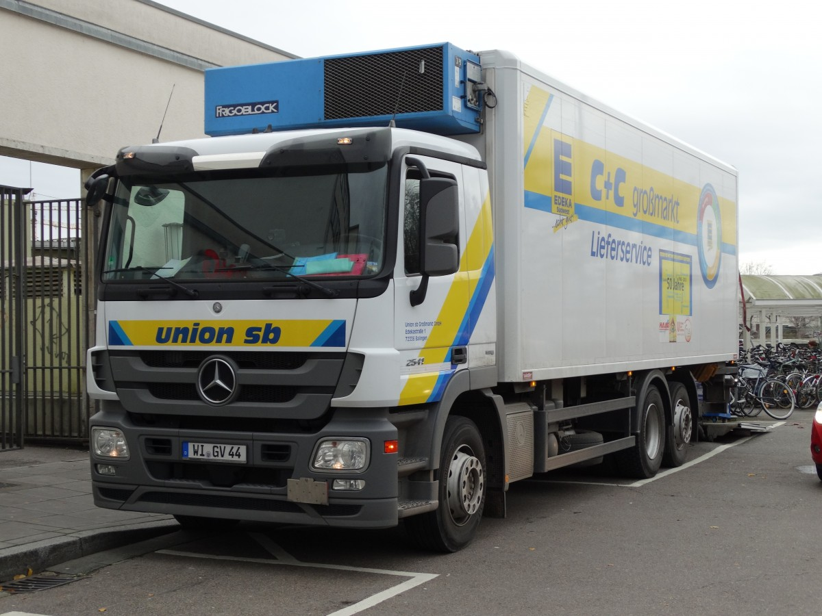 EDEKA Mercedes Benz Actros am 12.12.14 in Heidelberg