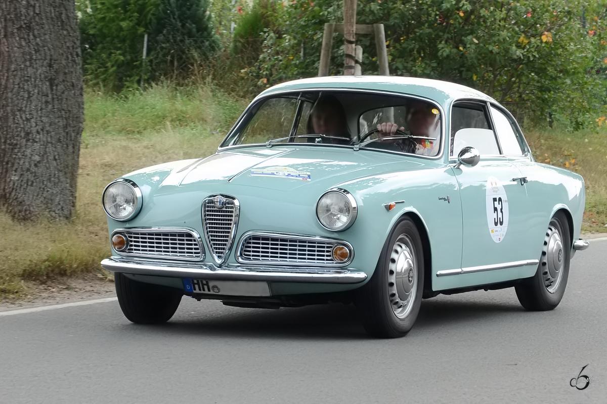 Ein Alfa Romeo Giulietta Sprint on 1961 Alfa Romeo Spider