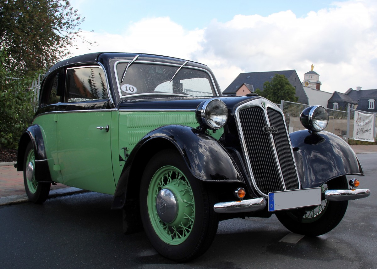 Ein alter Oldtimer von Auto Union Typ DKW F7 Cabriolet. Zusehn beim ...