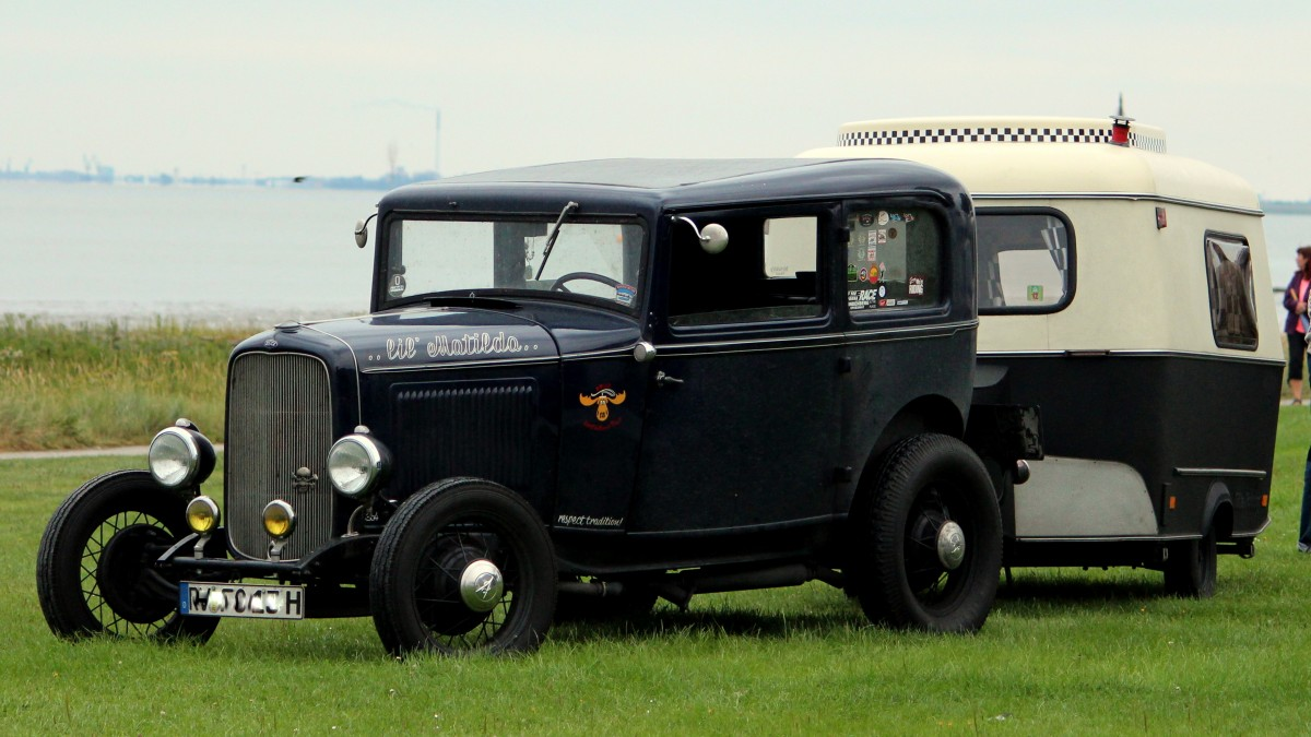 Ein Ford Oldtimer am 16.08.2014 in Fedderwardersiel.