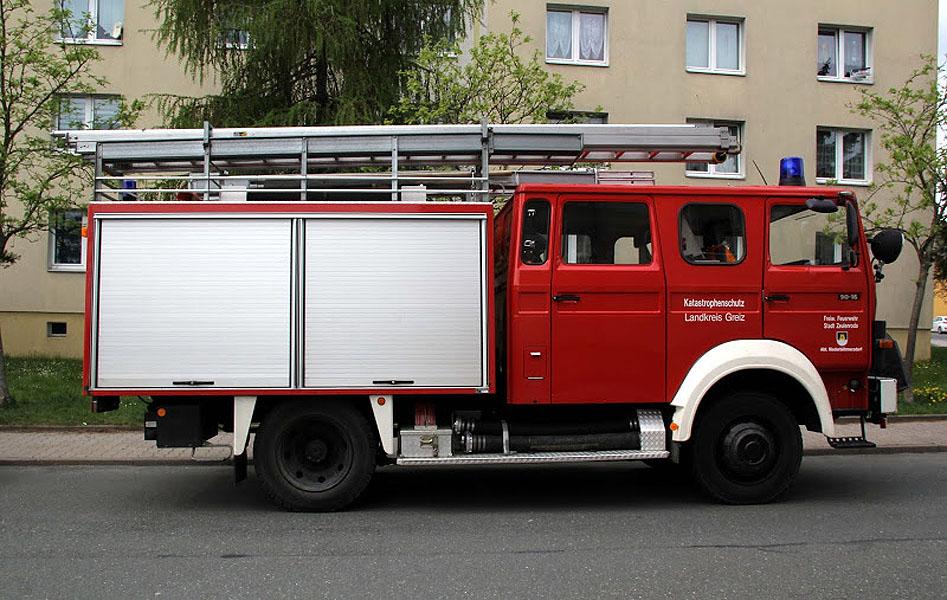 ein l schgruppenfahrzeug lf 16 ts der freiwillige feuerwehr niederb hmersdorf. Black Bedroom Furniture Sets. Home Design Ideas