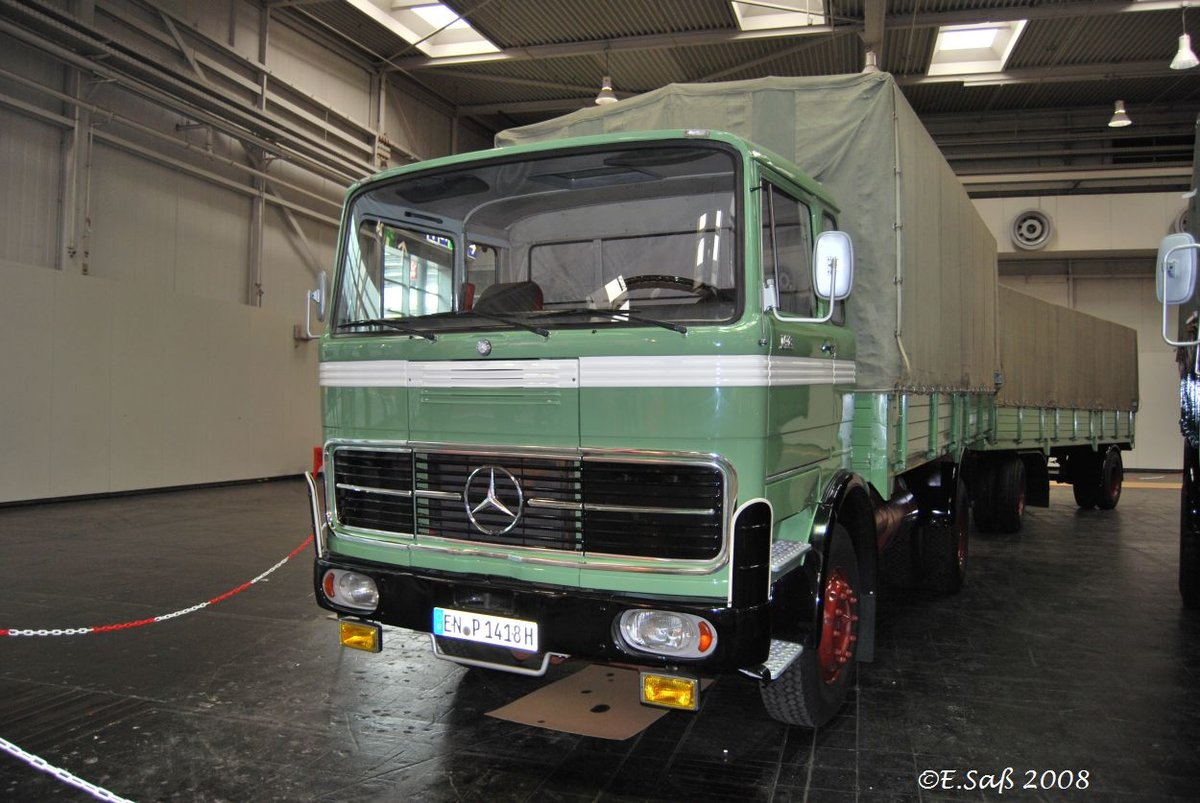 ein mercedes 1418 lastzug in hannover im oktober 2008. Black Bedroom Furniture Sets. Home Design Ideas
