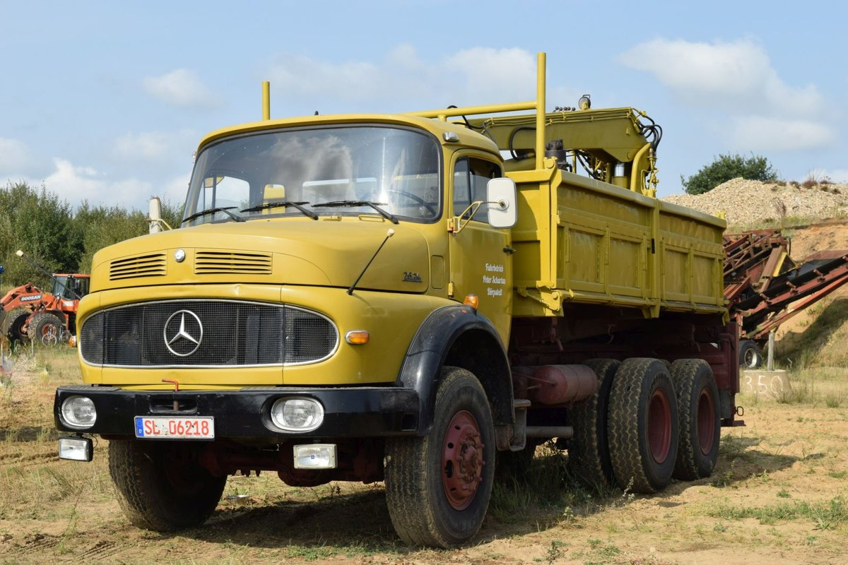 Ein Mercedes 2624 am 17.09.2016 in Lutzhorn.