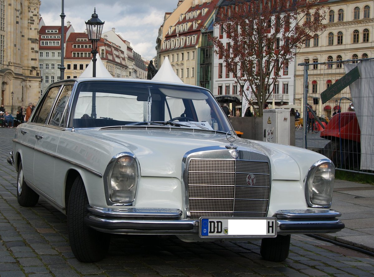 ein mercedes benz w114 am in dresden dieses foto. Black Bedroom Furniture Sets. Home Design Ideas