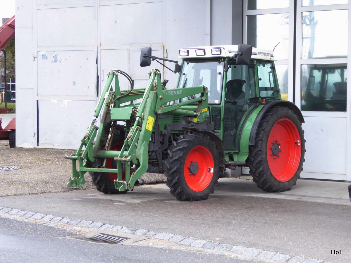 Fendt 280 S vor Garage in Ins am 15.03.2018