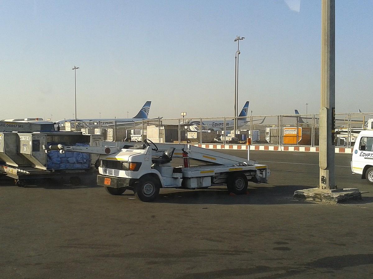 Flughafenfahrzeug In Kairo Am