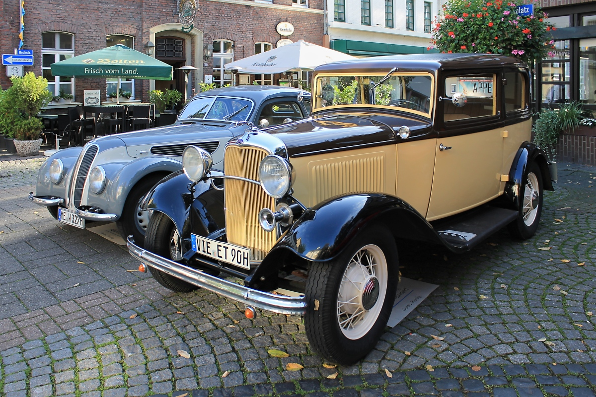 Ford Model A auf dem Rathausplatz in St. Tönis, 12.10.14