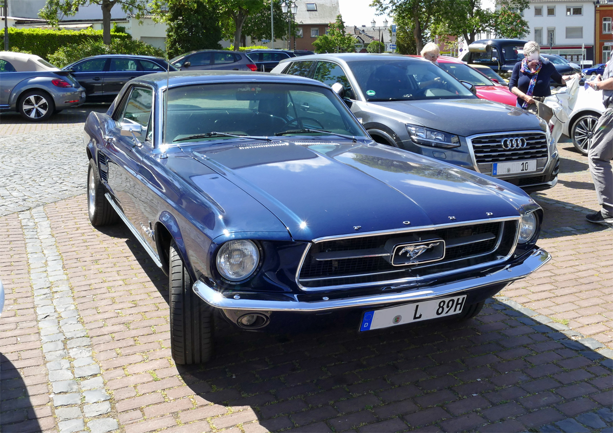 Ford Mustang Oldie, Frontansicht in Rheinbach - 17.05.2020