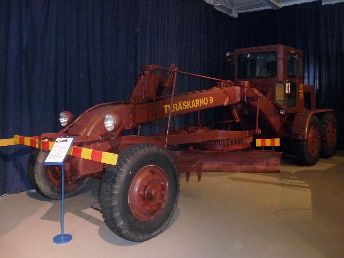 Grader baujahr 1954 6 zylinder diesel mit 108 ps 9 9t for Mobilia 9 6
