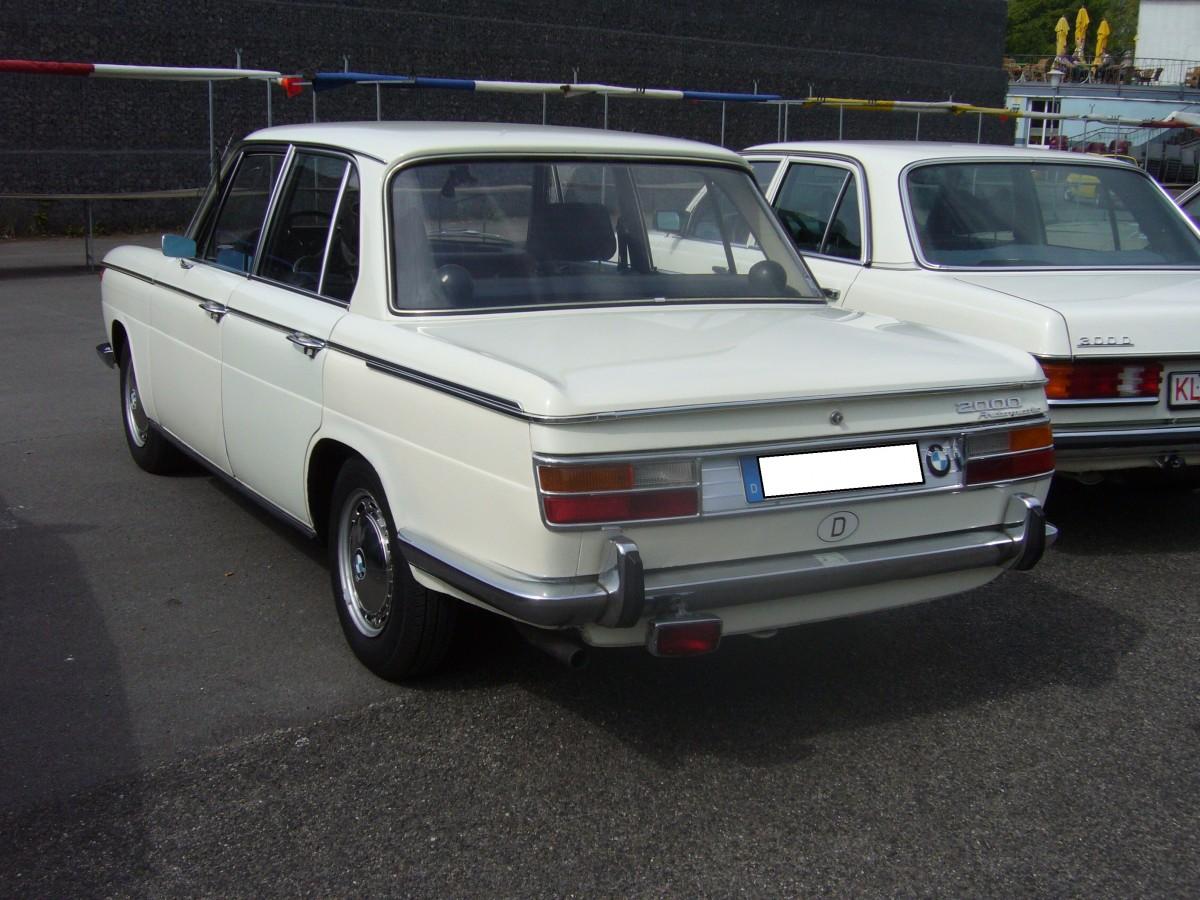 heckansicht eines bmw 2000 automatic 1966 1972 oldtimertreffen krefeld am