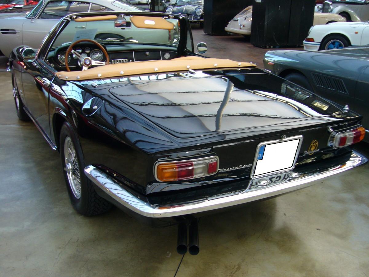 Heckansicht eines Maserati Mistral 4000 Spyder. 1965 ...