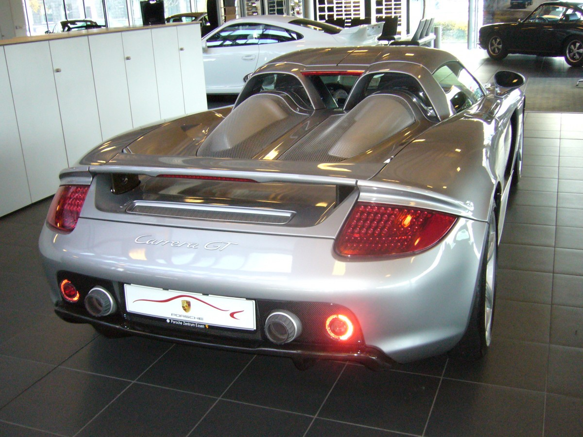 heckansicht eines porsche carrera gt 2003 2006 porsche. Black Bedroom Furniture Sets. Home Design Ideas