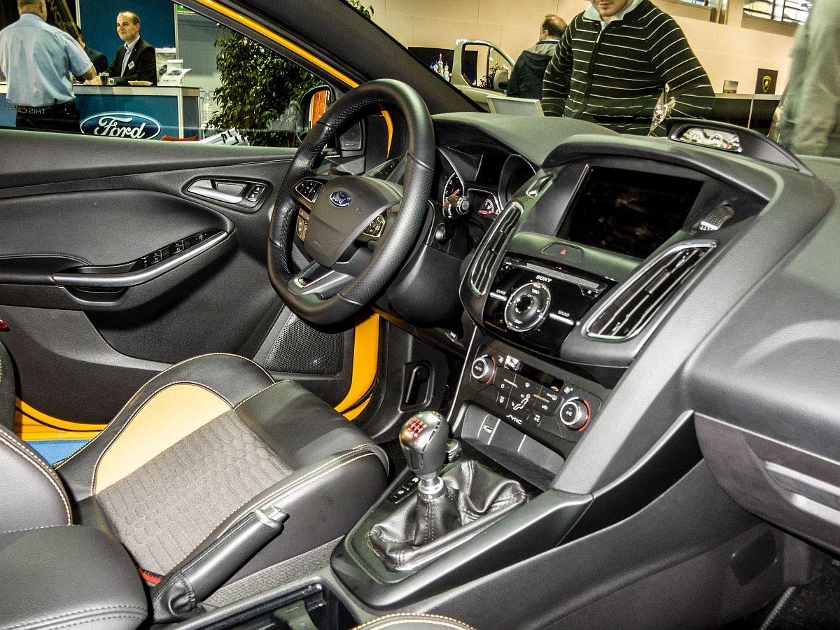 Innenraum des ford focus st 2014 er modell ausgestellt for Auto innenraum
