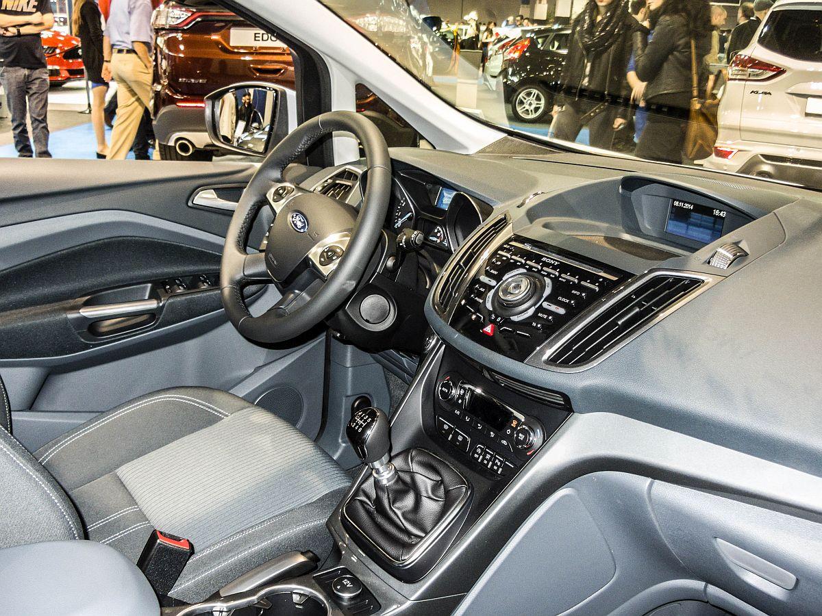 innenraum eines ford focus c max sitzptobe auf dem auto z rich 2014. Black Bedroom Furniture Sets. Home Design Ideas