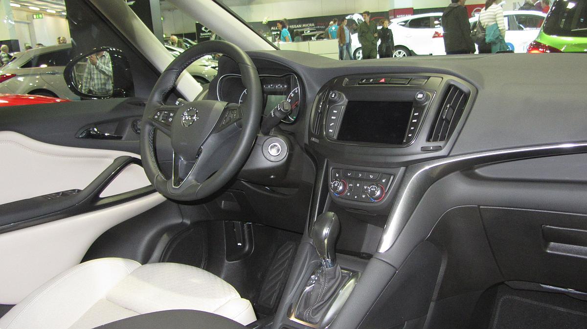 Interieur des opel zafira c facelift foto auto z rich for Interieur zafira