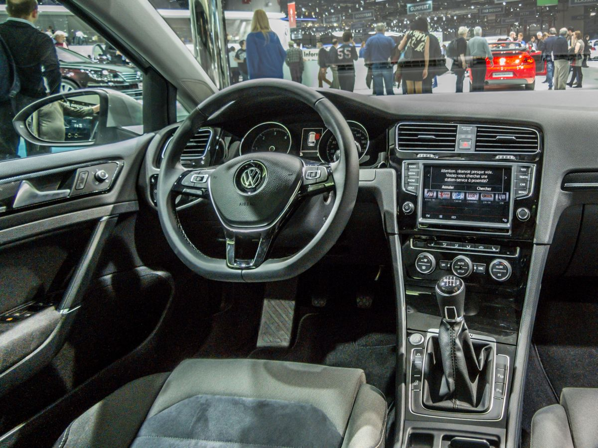 Interieur des vw golf vii 2014 er autosalon genf for Interieur golf