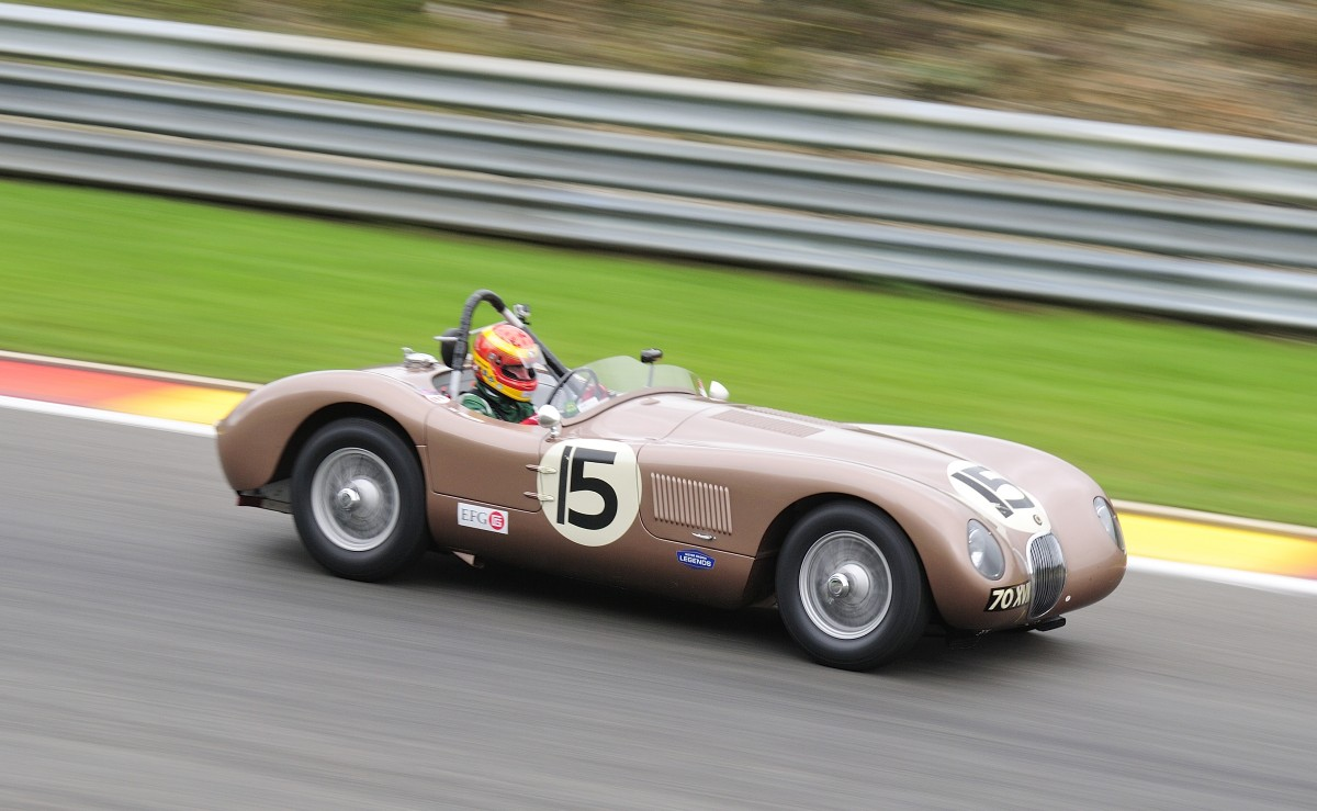 JAGUAR C-Type, Bj. 1952, Fahrer: WARD Chris (GB) & YOUNG John (GB) Bei der Woodcote Trophy & Stirling Moss Trophy [Motor Racing Legends] SPA SIX HOURS 19.September 2015