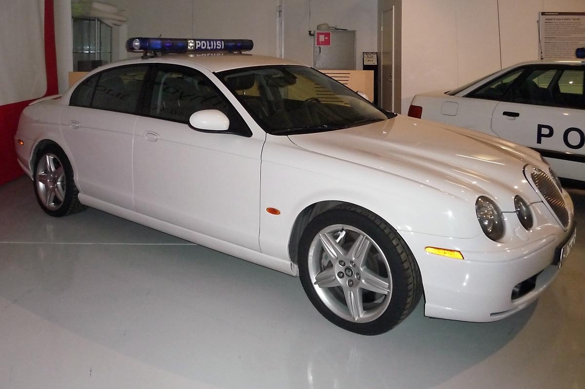 jaguar s type r 2003 tm 50 kaum zu entkommen 4196 ccm 291 kw 541 nm 3500 rpm bei 250 km h. Black Bedroom Furniture Sets. Home Design Ideas