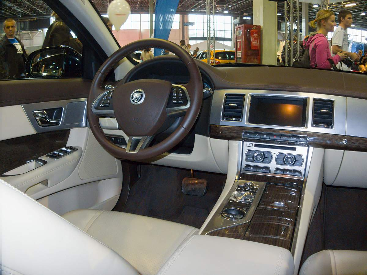 Jaguar xf interieur foto auto motor und tuning show am for Interieur tuning auto