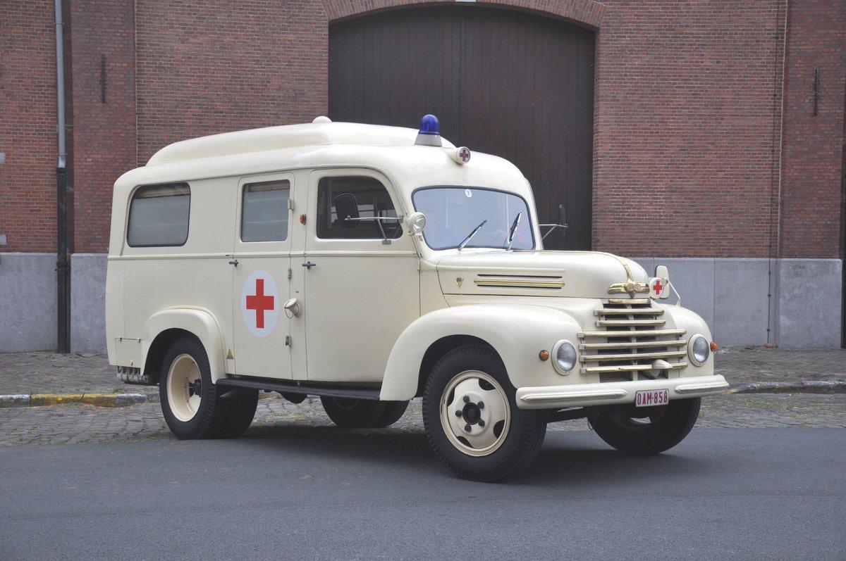 krankenwagen ford k ln 3500 v8 f r die belgische armee gebaut jetzt in sammlung der vzw p. Black Bedroom Furniture Sets. Home Design Ideas