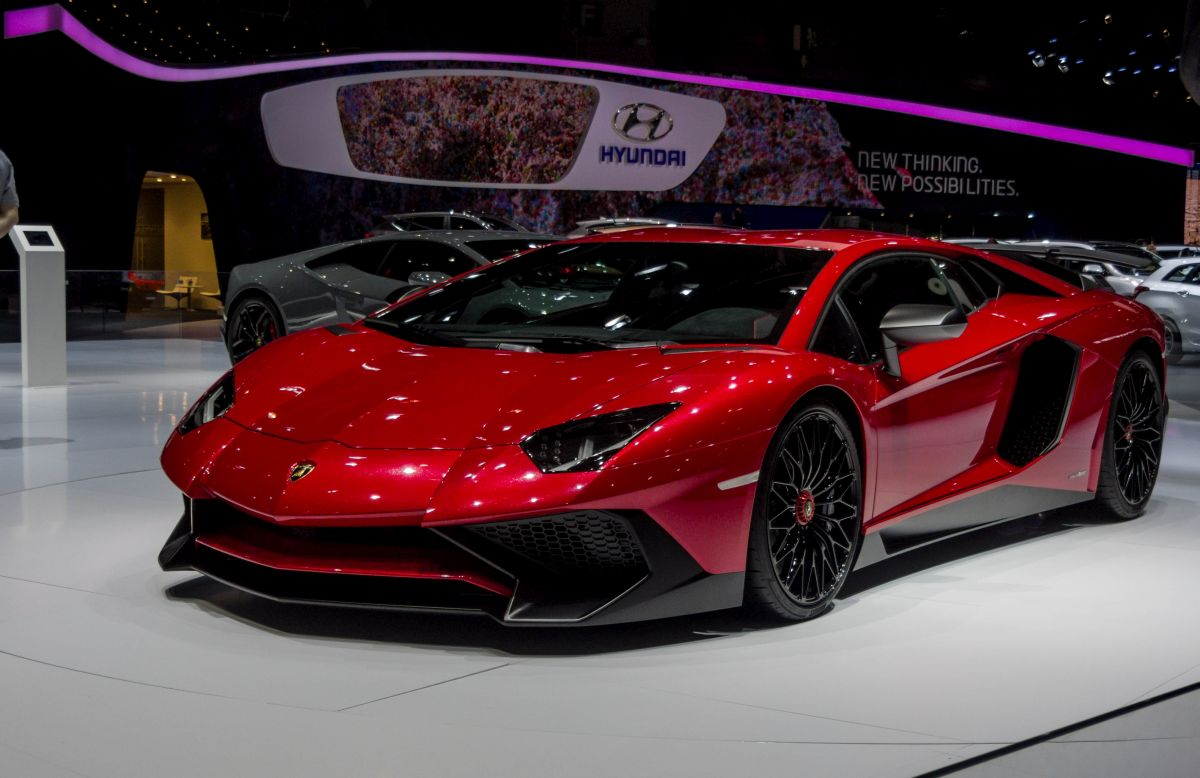 the gallery for lamborghini huracan vs veneno. Black Bedroom Furniture Sets. Home Design Ideas