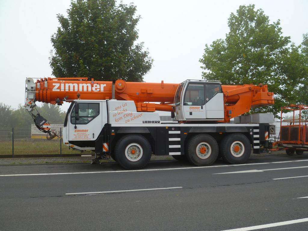 Liebherr LTM 1055-3.1 am 25.08.2013 in Bitburg