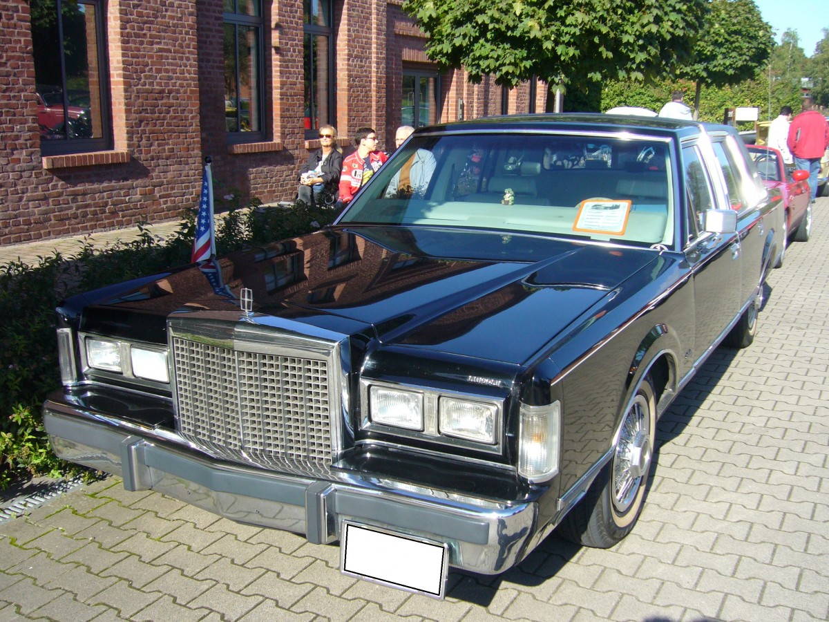 Lincoln town car 1981 1985 seit seiner markteinf hrung for Ford motor company truck division