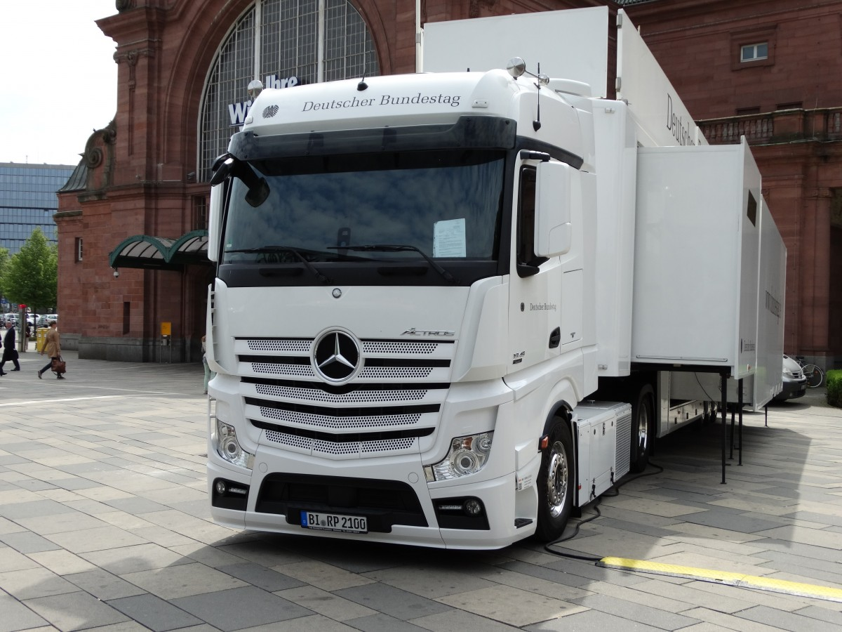 mercedes benz actros am in wiesbaden. Black Bedroom Furniture Sets. Home Design Ideas