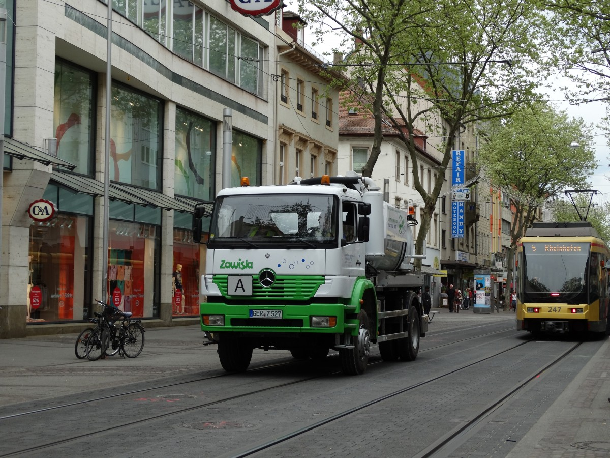 Mercedes Benz Axor am 25.04.15 in Karlsruhe